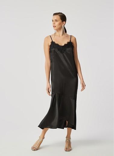 Monamoda Dantel Detaylı Askılı Saten Elbise Siyah